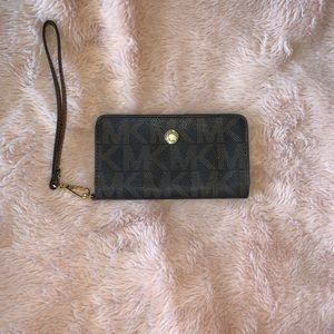 Micheal Kors monogram jet set wallet